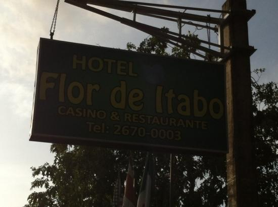 Hotel La Flor de Itabo: hotel sign on highway