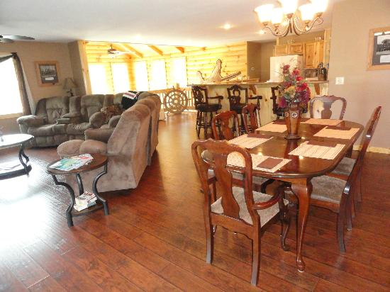 Great Buck Lodge: Upstairs dining/living area