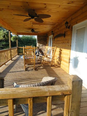 Great Buck Lodge: Outside porch/patio