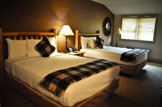 Bear Mountain Inn: 2 Queen Beds