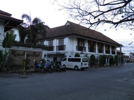 Vigan Plaza Hotel: Hotel main building