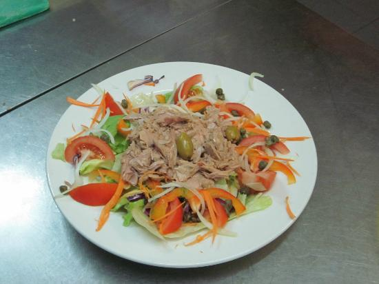 The Plum Tree Bar & Restaurant: Tuna Salad