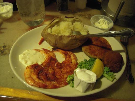 Blackbeards Inn: Grilled shrimp dinner