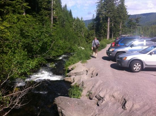 Mirror Lake Trail: even the parking lot has a view!