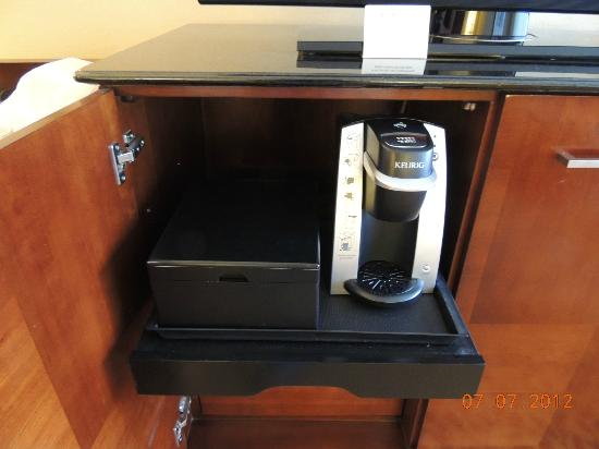 Toronto Marriott Bloor Yorkville Hotel: Keurig in room