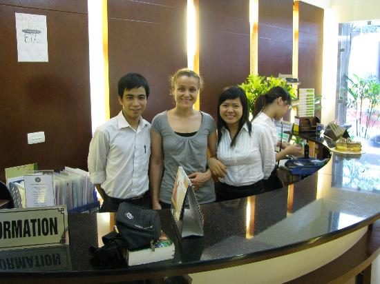 Rising Dragon Hotel: Two of the wonderful staff members