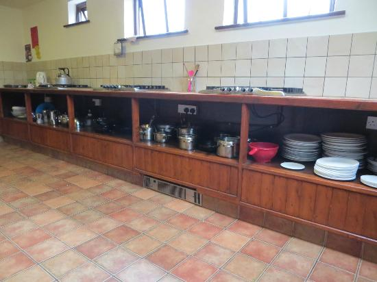 Aille River Hostel: well equiped kitchen