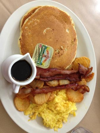 Bear Paw Cafe : Pancakes and Bacon