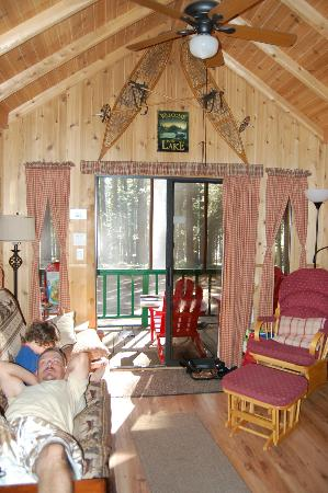 Lake of the Woods Resort: Living Room & Screened in Porch