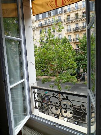 Hotel Motte Picquet: Nice outlook on Ave Motte Picquet
