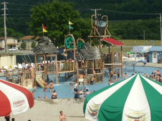 DelGrosso's Amusement Park: Water park area