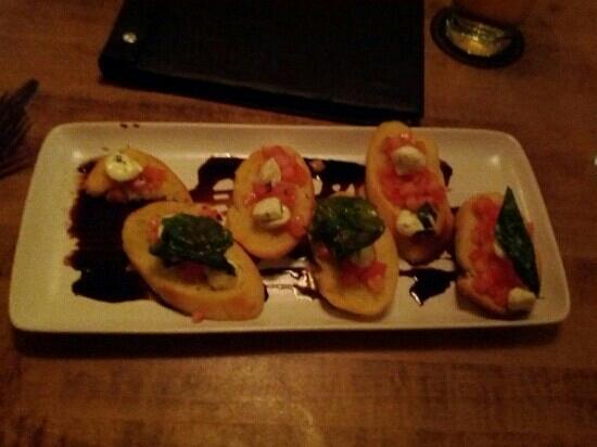 Moxie's Grill & Bar: Bruschetta 3 out of 5
