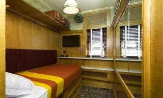 The Jane: single room - VERY SMALL - but high-tech!