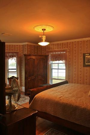 A Seafaring Maiden Bed and Breakfast: My room, the Bessie