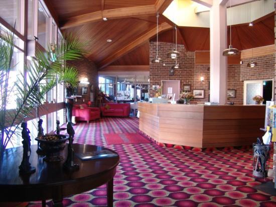 Apollon Motor Inn Foyer