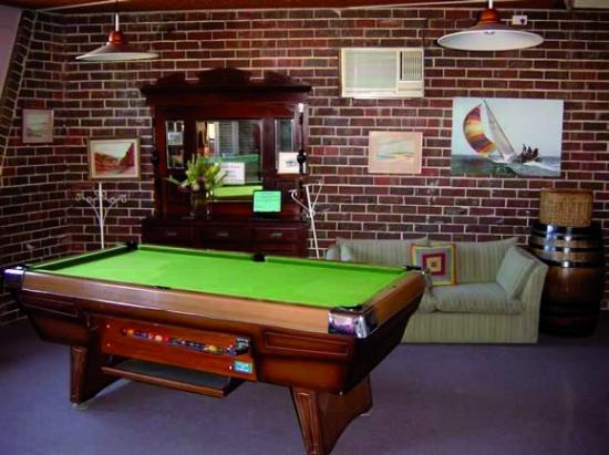 Apollon Motor Inn: Family Games Room