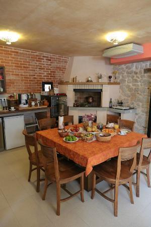 Boutique St.Luke Residence: Overall living room.