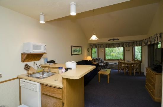 The Landing Resort: Kitchenette