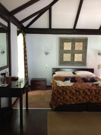 Murex Dive Resort: inde i bungalow (strandfront)