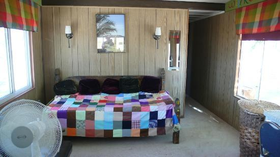 Cynthia's: Shared living area