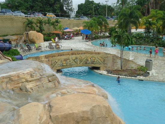 Mayaguez Resort & Casino: Piscina de la cascada