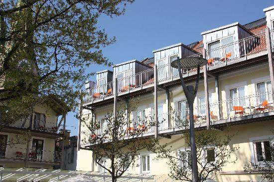 Fuchsbraeu: Balkons nieuwe gedeelte