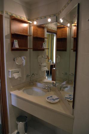 Hotel Delfino Lugano : Bathroom sink