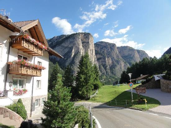 Garni Hotel Aghel: Direkt in den Dolomiten