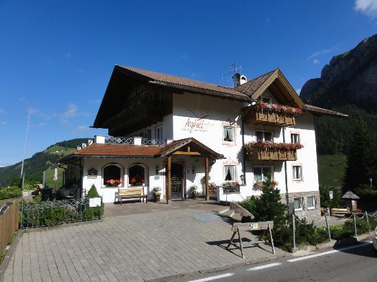 Garni Hotel Aghel: Hotel von außen