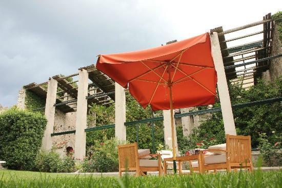 Locanda San Vigilio: Limonaia suite garden
