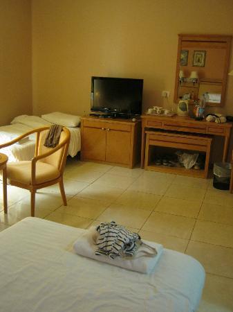 My Hotel: Folding bed in corner