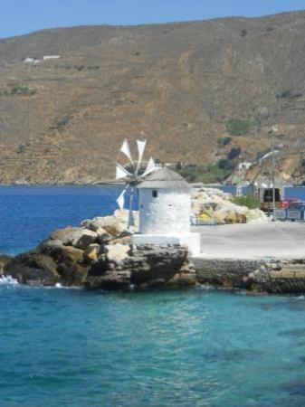 Pelagos Hotel : windmill welcome at the port
