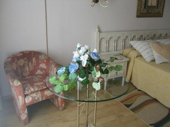 Hotel Stellamaris: Detalle de flores...(sobran..acupan la mesa)