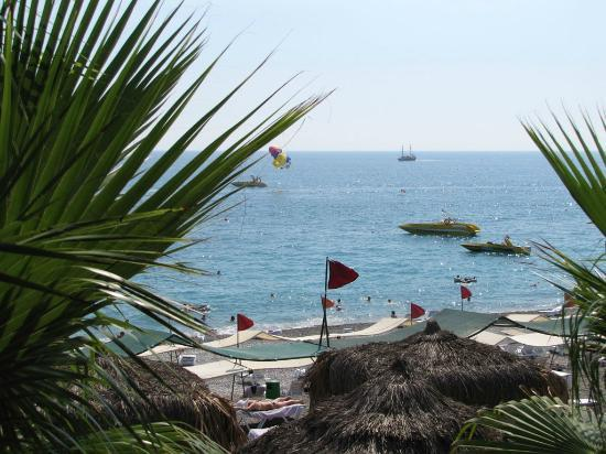 Botanik Hotel & Resort: Seaside view from one of pool bars