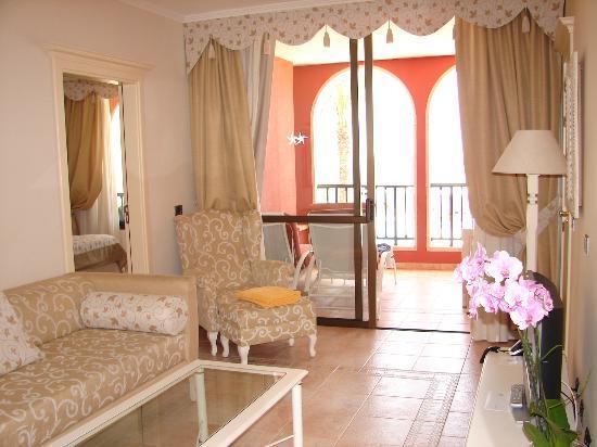 IBEROSTAR Grand Hotel Salome: salón de la habitación