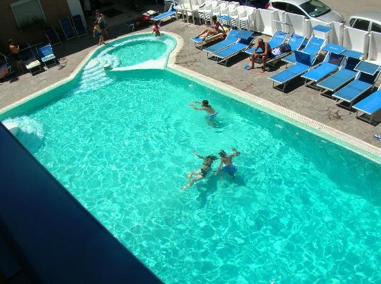 Hotel Queen Mary : la piscina bellissima