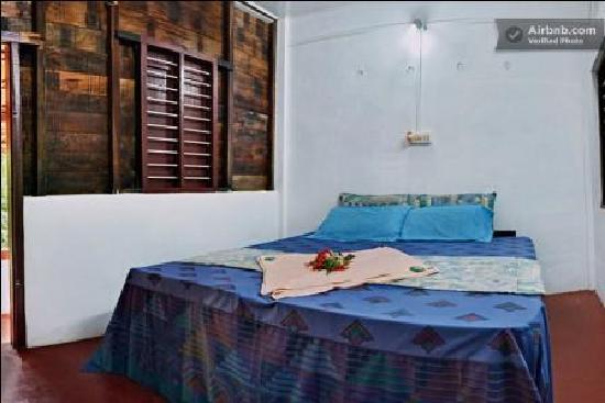 Adenz Backwater Home Stay: Bed