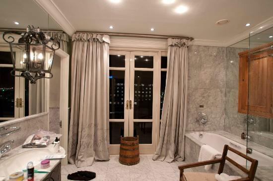 เคปเกรส: Penthouse Suite Bathroom