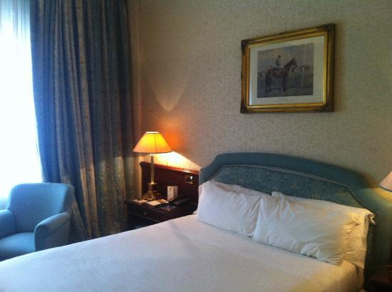 Royal Hotel Carlton: room
