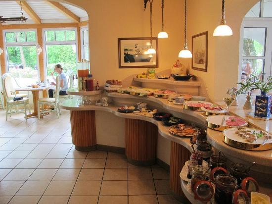 Villa Granitz: Teilansicht des Frühstücksbüffets