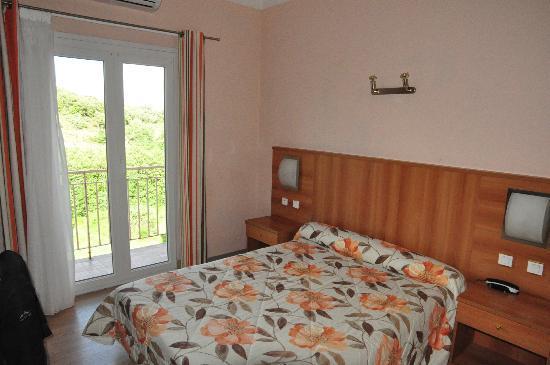 Hôtel de la Paix : Zimmer mit Balkon