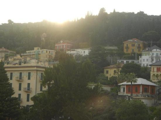 Hotel Lamberti: Beautiful view of the sunset from our balcony