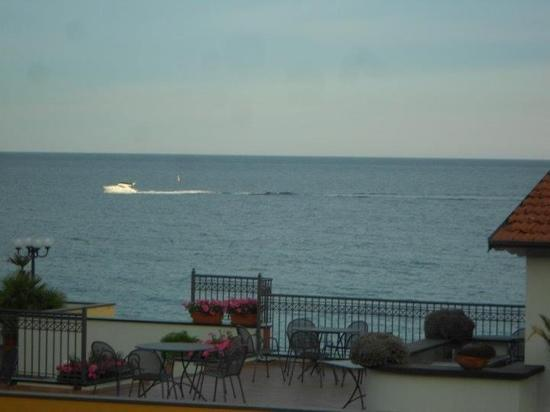 Hotel Lamberti: Another gorgeous view of the sea from our 2nd balcony