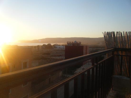 Riad Imourane : sunset on rooftop