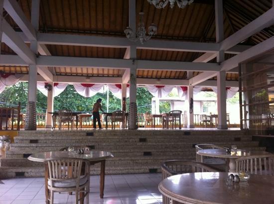 Jeje Resort Bali: Просторный и уютный холл отеля