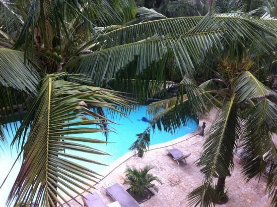 Jeje Hotel Legian: Вид на бассейн из номера 3 этажа