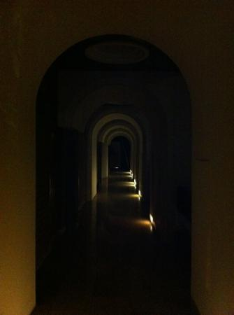 Jeje Hotel Legian: Коридор на 3 этаже ночью