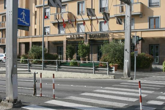 Grand Hotel Bonanno: Front of hotel