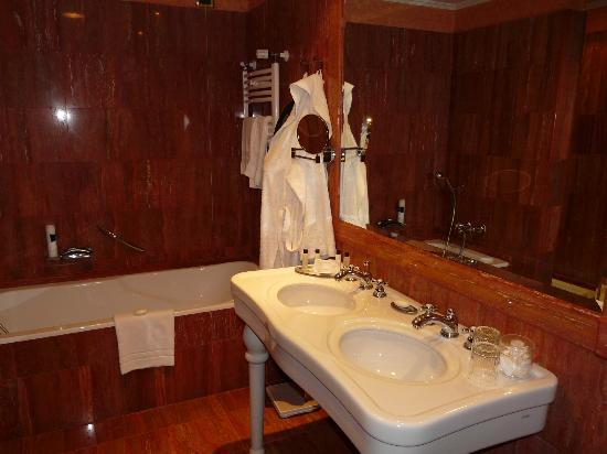 Bathroom Executive Room Picture Of Rome Marriott Park