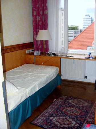 Hotel Post: cama